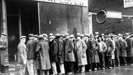 Wissenschaftler wie Michael Osborne und Carl Frey, aber etwa auch das World Economic Forum rechnen vor, dass durch die Digitalisierung, Automatisierung und Roboterisierung der Arbeitswelt millionenfach Arbeitsplätze verschwinden. Sahra Wagenknecht hält das für einen Irrtum.