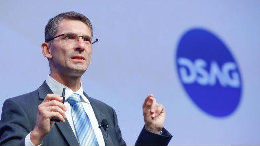 Aus Sicht von SAP-Vorstand Bernd Leukert war mit S/4HANA ein Sprung auf eine neue Softwaregeneration notwendig, um die Anforderungen der Kunden hinsichtlich der digitalen Transformationen erfüllen zu können.