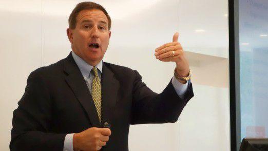 Gemeinsam mit Safra Catz führt Mark Hurd (Foto) als einer von zwei CEOs die Geschäfte von Oracle. Im Hintergrund zieht aber noch immer Gründer Larry Ellison (72) die Fäden - in der Rolle des Chief Technology Officer (CTO) und Chairman.