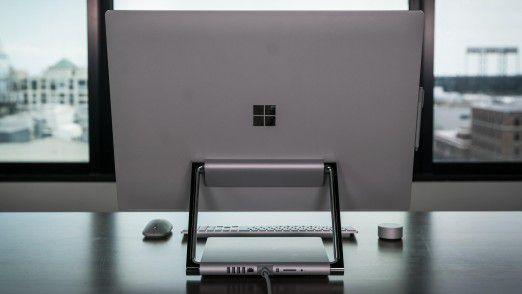 Das Surface Studio hat auch einen schönen Rücken. Die Platzierung der Anschlüsse an der Rückseite ist zwar ästhetisch, kann aber nicht entzücken.