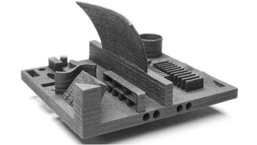 """Ein Verbundwerkstoff-Teil aus dem """"Model One"""" zeigt die Vielseitigkeit des Geräts wenn es um die Vielfältigkeit von möglichen Formen und Objekten geht."""
