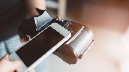 Besucher aus Fernost bezahlen gerne mit dem Smartphone - auch in Deutschland.