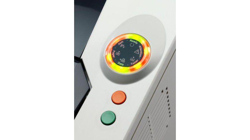 Leuchtend: Kyocera hat den Druckern ein neues Bedienkonzept mit LED-Anzeige spendiert. (Quelle: Kyocera)