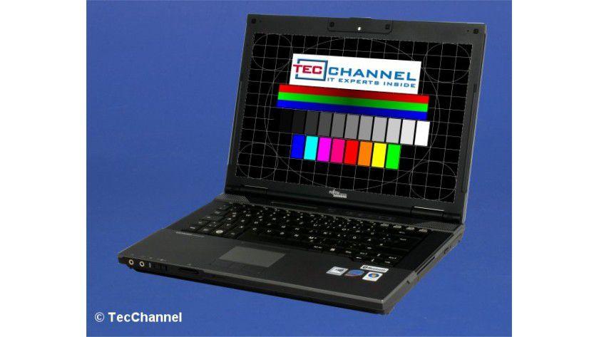 FSC Esprimo Mobile M9410: Das 14-Zoll-Display des Testgeräts arbeitet mit 1280 x 800 Bildpunkten (WXGA).