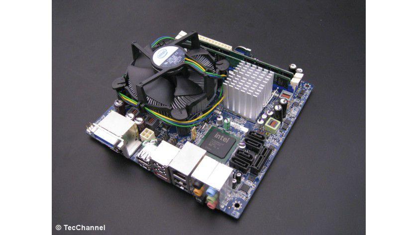 Testsystem Core-2-CPUs: Intels Benchmark-Werte mit dem Core 2 Duo E8500 und Core 2 Quad Q9400 sind mit dem MicroATX-Mainboard Intel DG45ID mit G45-Chipsatz ermittelt.