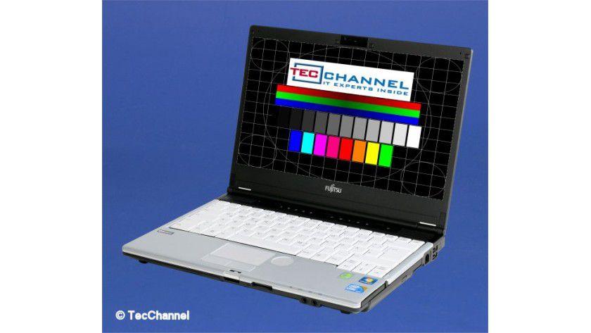 Fujitsu Lifebook S760: Das LED-beleuchtete 13,3-Zoll-Display arbeitet mit 1366 x 768 Bildpunkten und erreicht im Test helle 312 cd/qm.