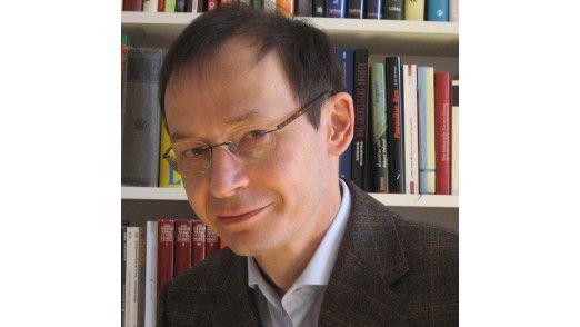 """Matthias Nöllke ist der Autor des Buches """"Von Bienen und Leitwölfen""""."""