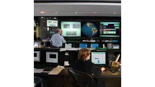 Die IT-Infrastrukturen mancher TK- oder Finanz-Unternehmen sind nach Ansicht von Symantec so bedeutend, dass Angriffe auf sie die nationale Sicherheit gefährden. Unternehmen dieser Kategorie arbeiten häufig mit staatlichen Stellen zusammen, um Gefahren einzudämmen.