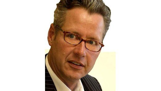Hasso Mansfeld arbeitet als selbstständiger Unternehmensberater und Kommunikationsexperte. Die Beschäftigung mit philosophischen Fragen ist fester Bestandteil seiner Beratungstätigkeit. Mansfeld ist Kolumnist von evangelisch.de, dem Internetportal der evangelischen Kirche in Deutschland.