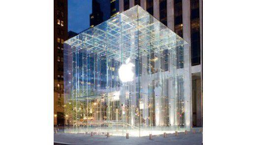 Apple - hier der Shop in New York - inszeniert sich gerne als Kult: exklusiv und von den Massen geliebt. Mit der iPad-Einführung in Europa werden gleichzeitig die Rechte der Retailer beschnitten.