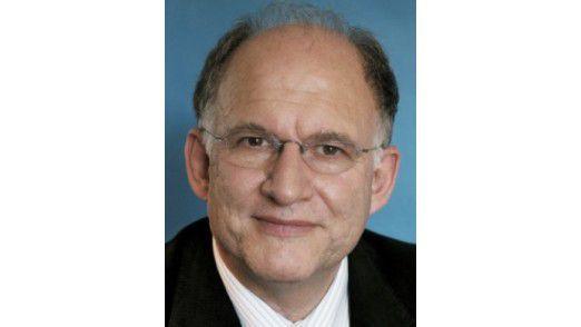 """Datenschützer Peter Schaar: Notwendig ist eine """"echte Ende-zu-Ende-Sicherheit zwischen Absender und Empfänger""""."""