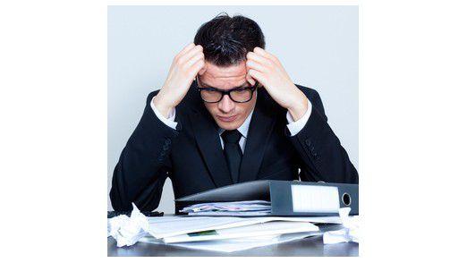 Führungskräfte arbeiten zu viel und stehen ständig unter Strom. Die Aufgabenvielfalt führt zu Kontrollverlust und Orientierungslosigkeit.