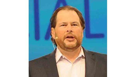 """Marc Benioff, CEO von Salesforce, liebt die großen Auftritte: Er propagiert die """"social revolution"""" für die Unternehmen und meint größere Marktanteile für seine Firma."""