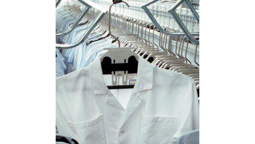 RFID-gestützte Transportlogistik in der Wäscherei bei Berendsen: Die Applikation ordnet die einzelnen Teile den richtigen Prozessen zu.