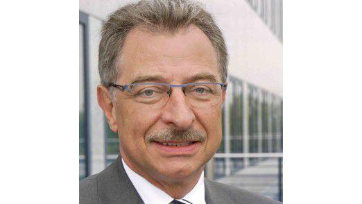 """Bitkom-Präsident Dieter Kempf: """"Die Verbraucher kaufen häufiger und zunehmend teure oder erklärungsbedürftige Produkte im Internet."""""""