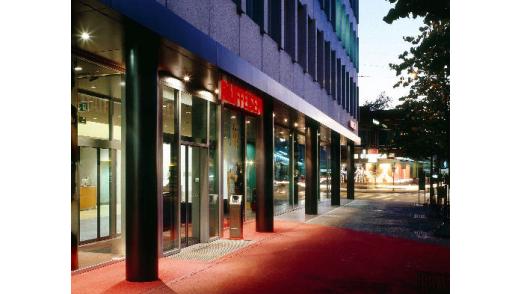 Raiffeisen Schweiz, hier die Filiale in St. Gallen, spricht nach Schweizer Medienberichten mit der Zürcher Kantonalbank über Business Process Outsourcing.