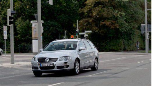 Nicht erschrecken, wenn keiner am Steuer sitzt: Mit diesem Auto - dem FASCar I - testen die Forscher.